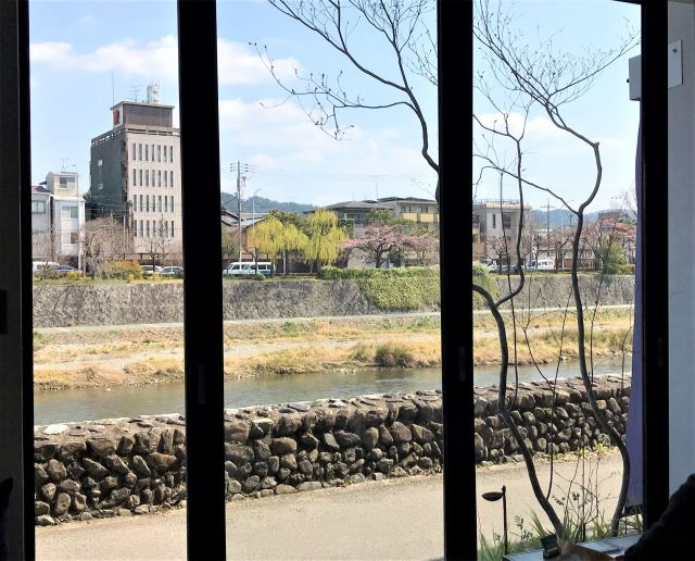 川間食堂 窓際