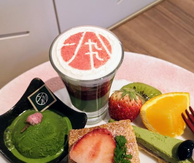 東京・御茶ノ水カフェ「RESTAURANT 1899 OCHANOMIZU(レストラン 1899 お茶の水)」1899アフタヌーンティープレート(桜と抹茶のミニパフェ)