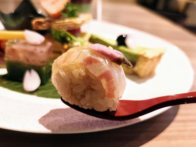東京・御茶ノ水カフェ「RESTAURANT 1899 OCHANOMIZU(レストラン 1899 お茶の水)」1899アフタヌーンティープレート(てまり寿司)