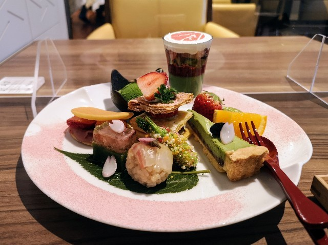 東京・御茶ノ水カフェ「RESTAURANT 1899 OCHANOMIZU(レストラン 1899 お茶の水)」1899アフタヌーンティープレート2