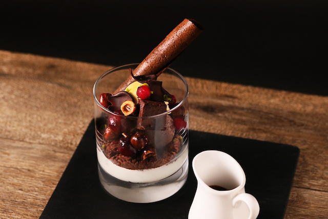 ベルギーチョコアイスとグリオットチェリーのショコラパフェ