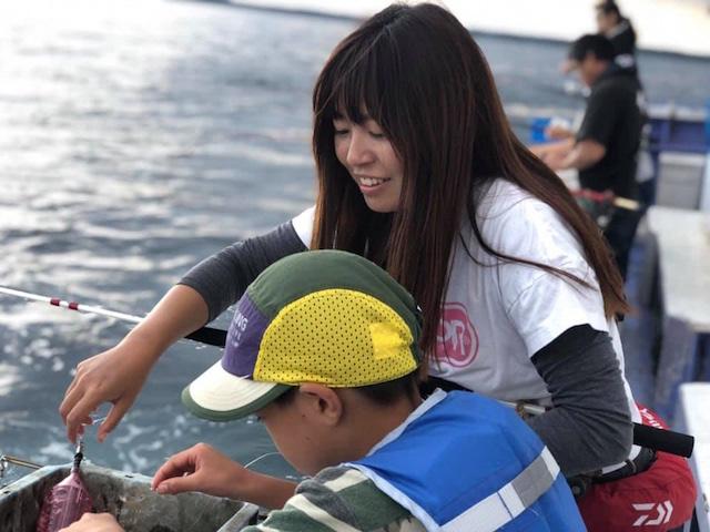 釣り体験01(レクチャー中)