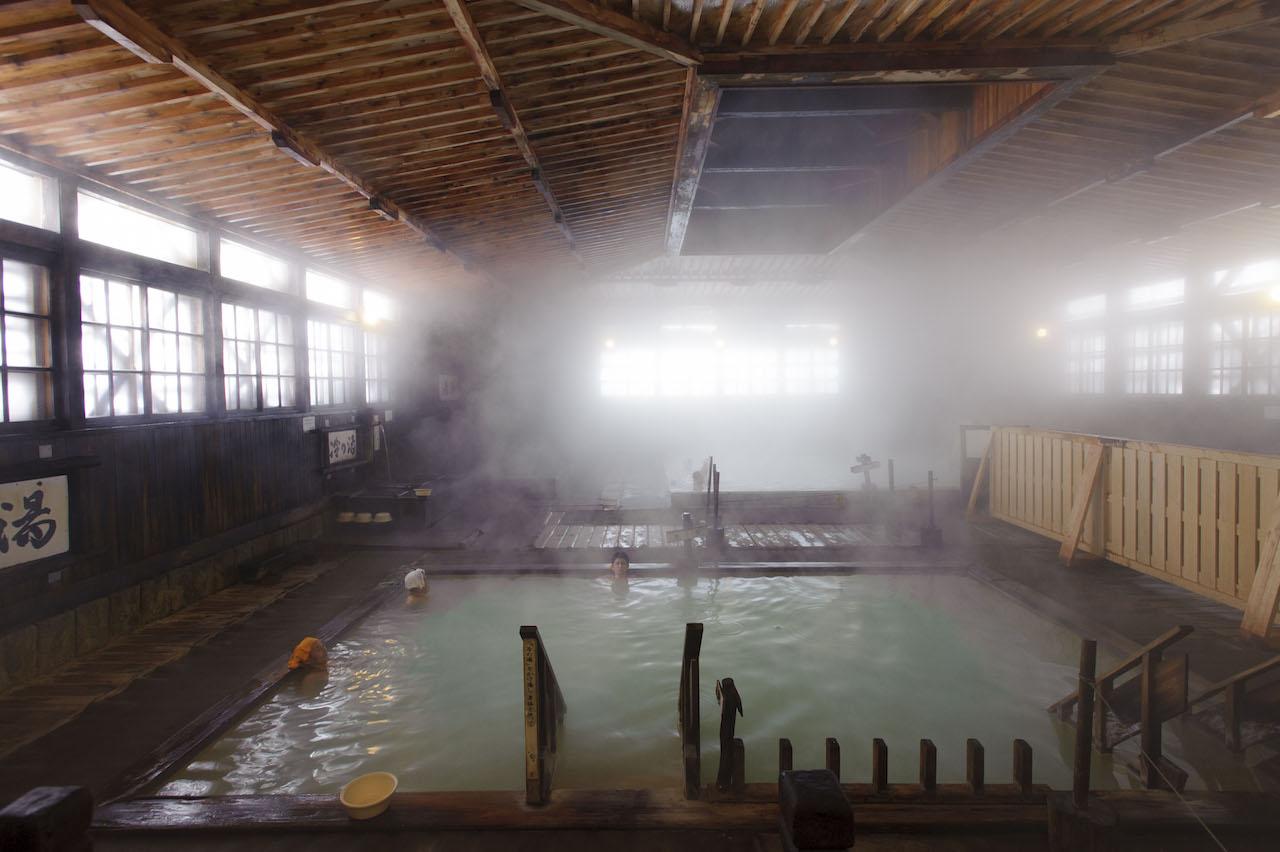 酸ヶ湯温泉 ヒバ千人風呂1