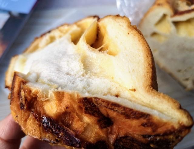 東京・恵比寿スチーム⽣⾷パン専⾨店「STEAM BREAD EBISU」贅沢グリュイエールチーズのフォンデュ#スチパン(下から)