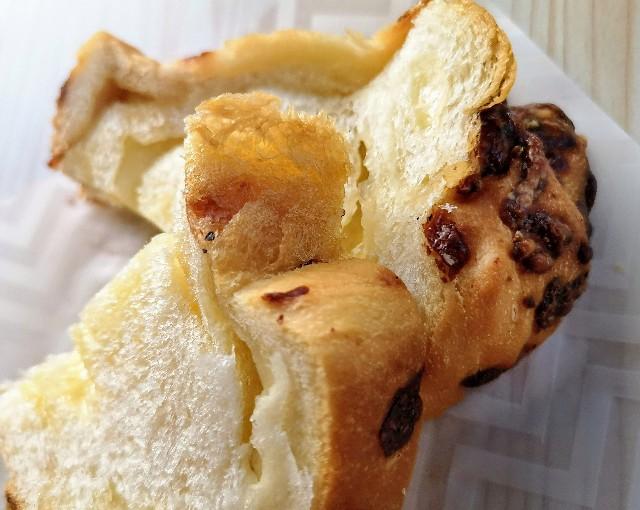 東京・恵比寿スチーム⽣⾷パン専⾨店「STEAM BREAD EBISU」贅沢グリュイエールチーズのフォンデュ#スチパン(耳部分)