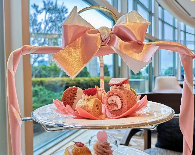 東京・台場・グランドニッコー東京 台場 「The Lobby Cafe」桜ピンクアフタヌーンティーセット(上段)