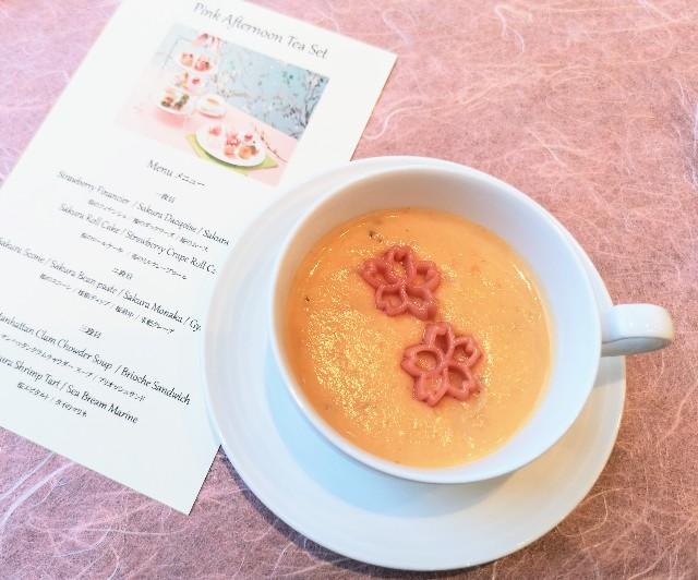 東京・台場・グランドニッコー東京 台場 「The Lobby Cafe」桜ピンクアフタヌーンティーセット(マンハッタンクラムチャウダースープ)