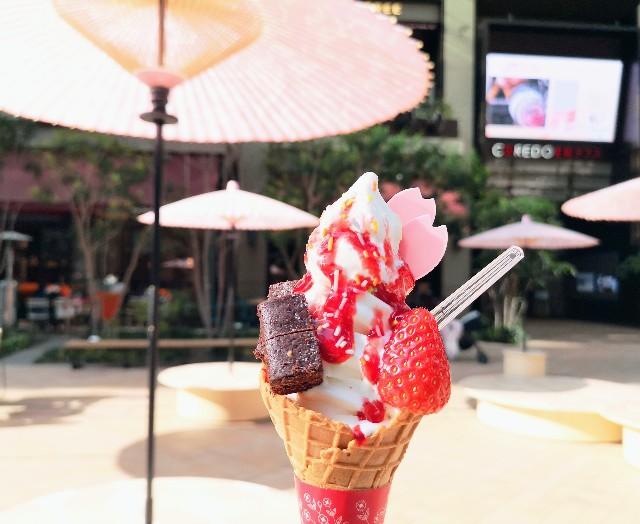 東京・日本橋「ISHIYA NIHONBASHI」春のストロベリーサンデーと花見ベンチ2