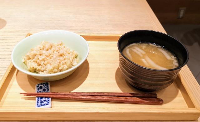 大阪・難波「象印食堂」ランチ(玄米、味噌汁)