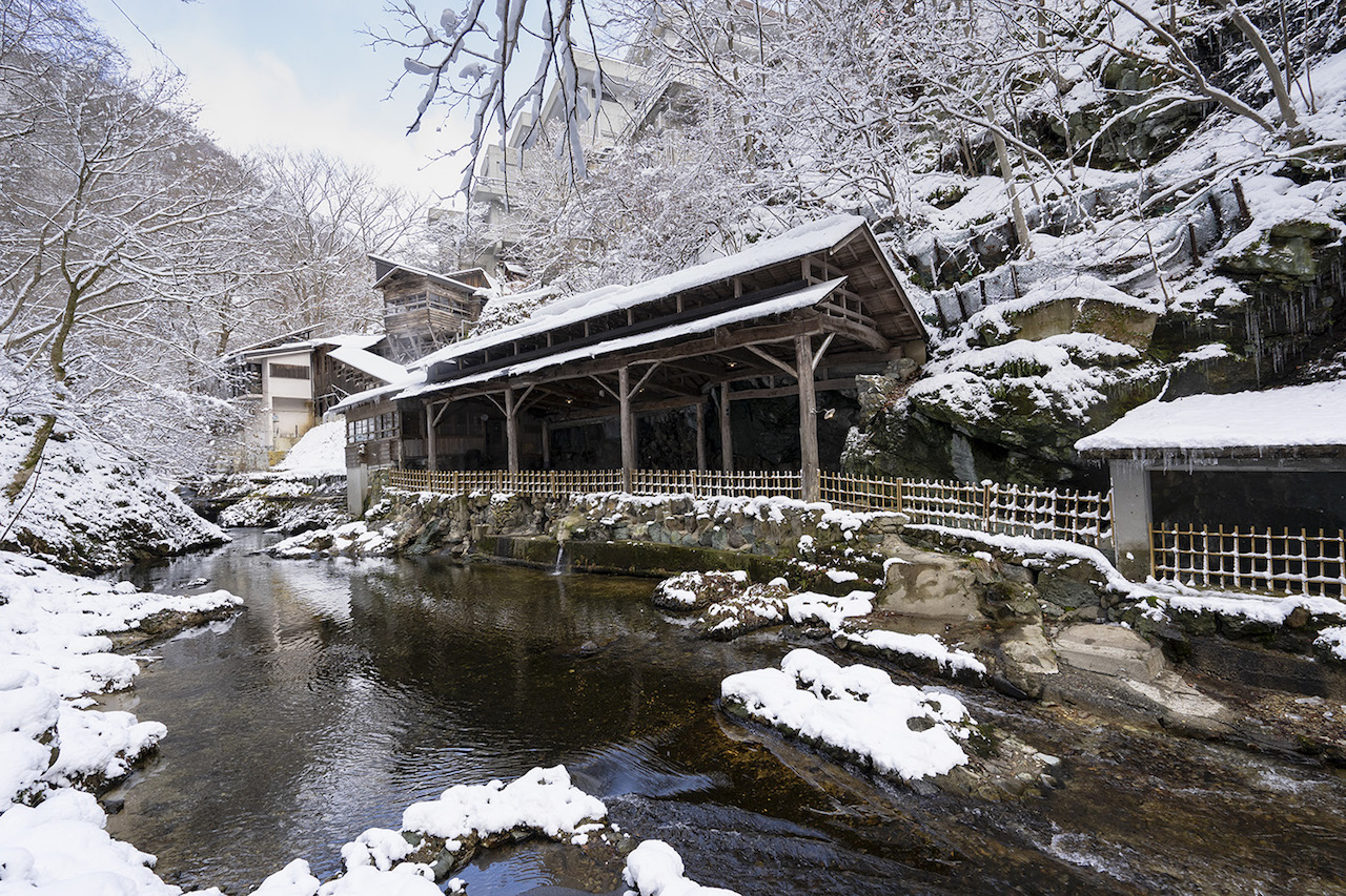 作並温泉 鷹泉閣 岩松旅館 天然岩風呂 雪見風呂