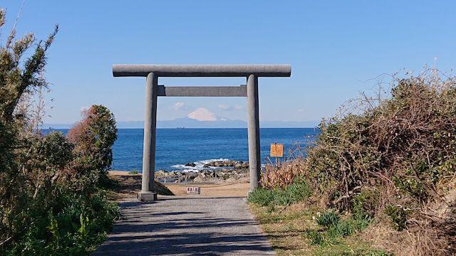 千葉県館山市洲崎神社から望む富士山