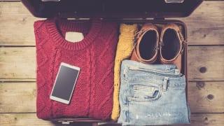 スーツケースの中の服