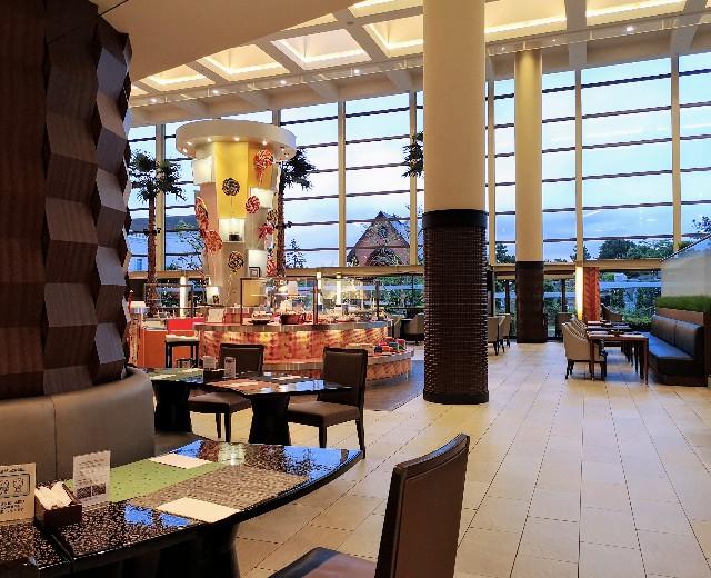 千葉・浦安「シェラトン・グランデ・トーキョーベイ・ホテル」1階「グランカフェ」店内