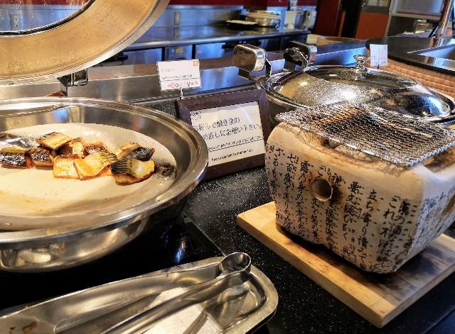 千葉・浦安「シェラトン・グランデ・トーキョーベイ・ホテル」朝食ビュッフェの焼き魚(グランカフェ)