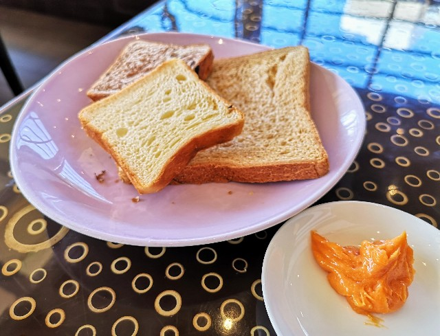 千葉・浦安「シェラトン・グランデ・トーキョーベイ・ホテル」朝食のパンとクリーム(グランカフェ)