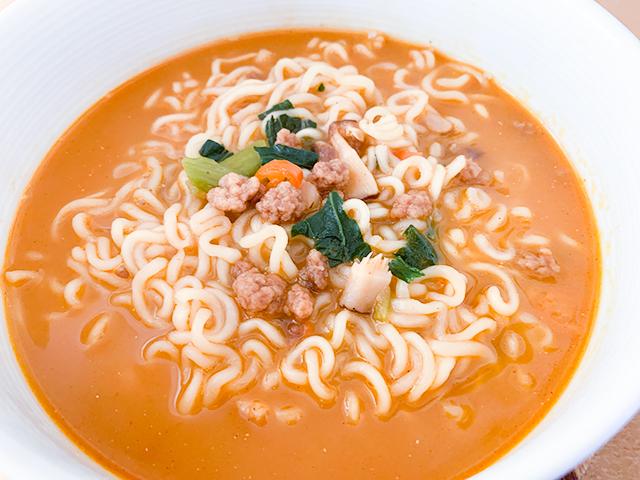 豚骨スープが加わるだけで、辛味も緩和されています