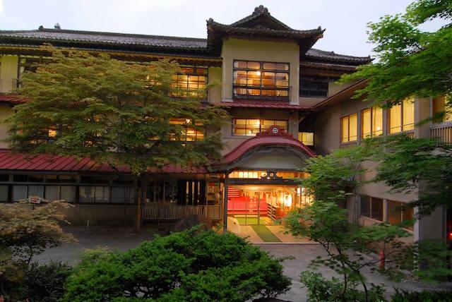 鉛温泉・藤三旅館 外観