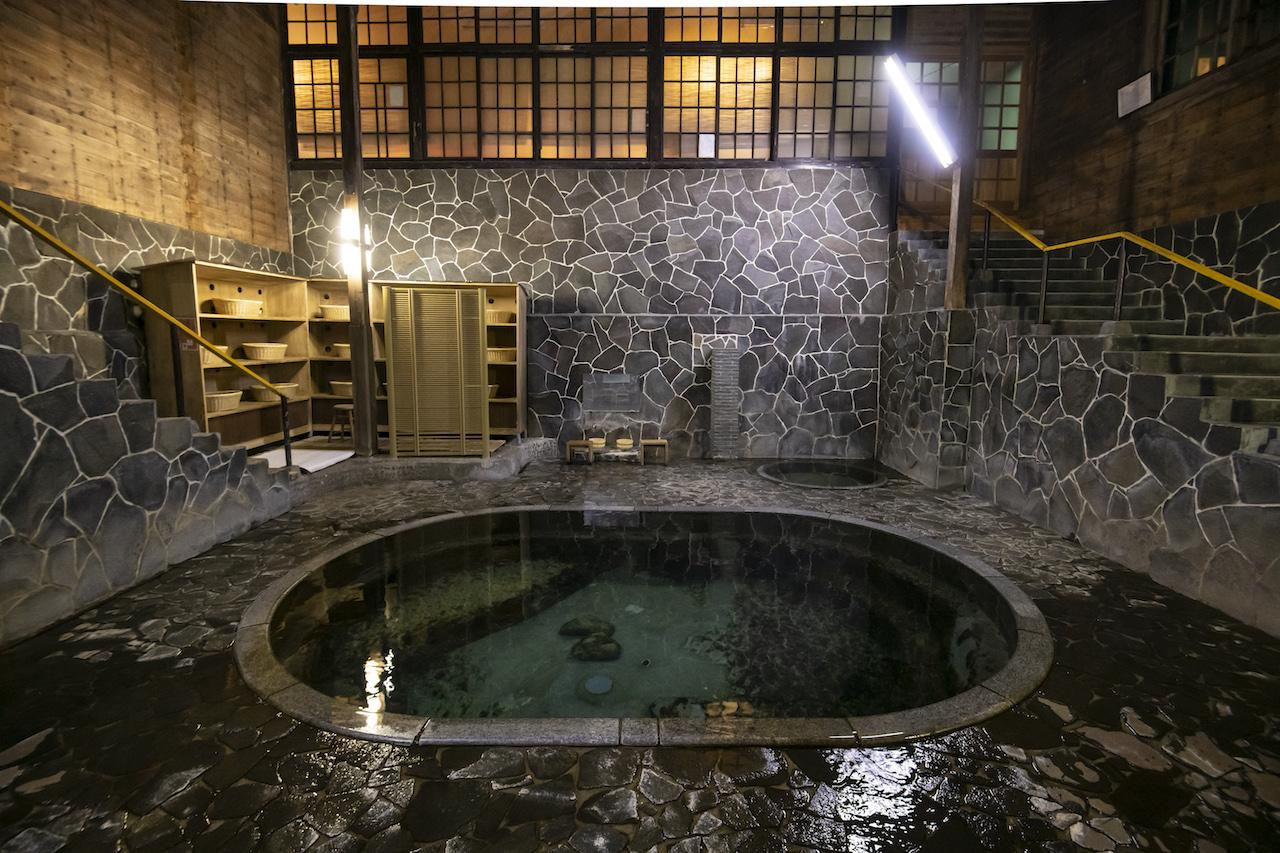 鉛温泉・藤三旅館 白猿の湯1