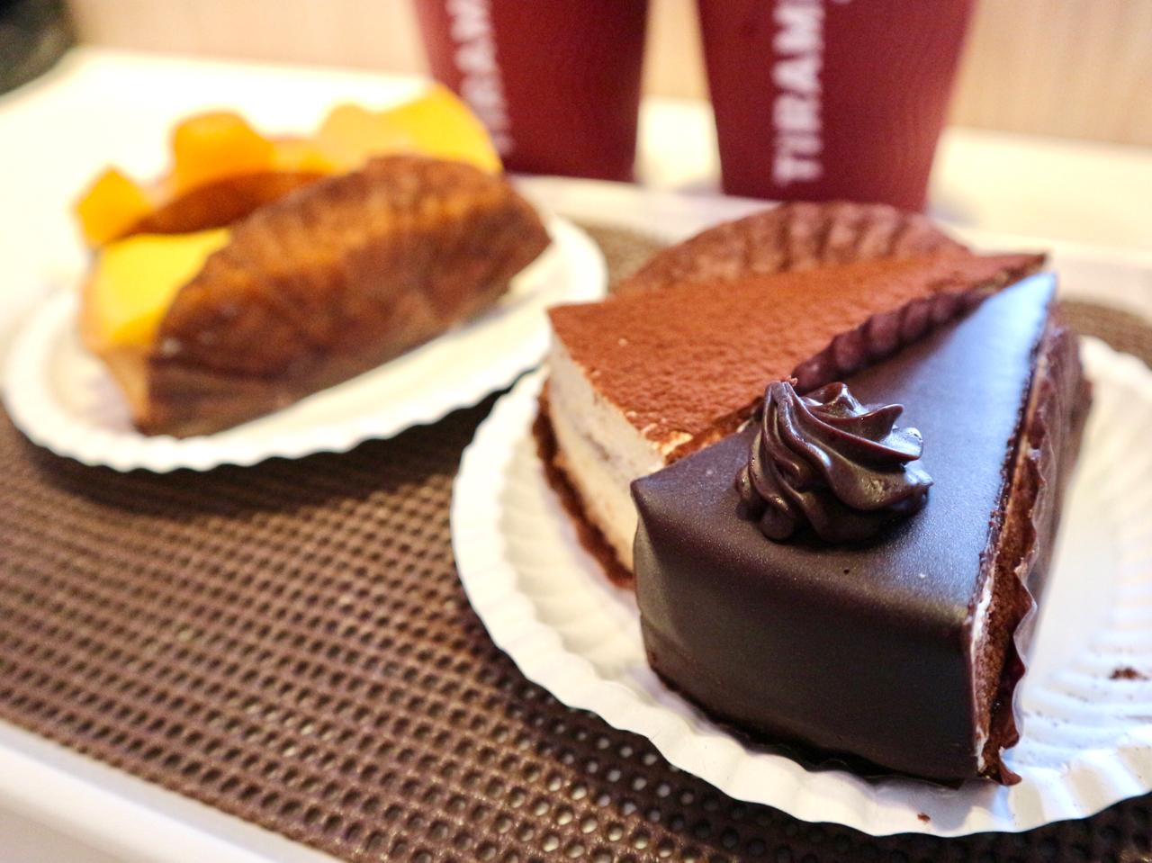 ティラミスとブルーベリーチョコレートケーキ