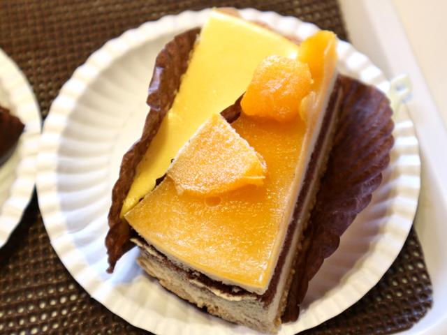 マンゴーティラミスと蜂蜜レモンチーズタルト