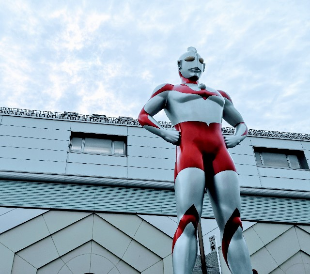 東京都・祖師ヶ谷大蔵「ウルトラマン商店街」ウルトラマンシンボル像