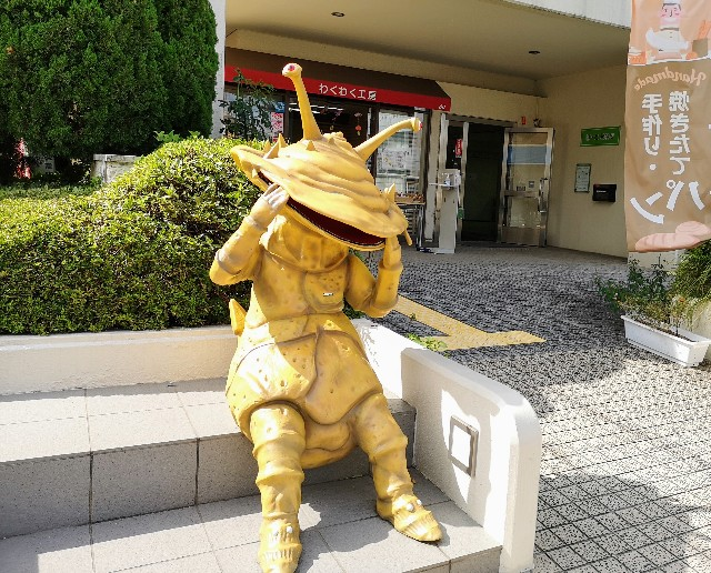 東京都・祖師ヶ谷大蔵「ウルトラマン商店街」カネゴン像