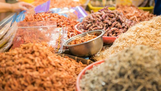 台湾の市場の魚