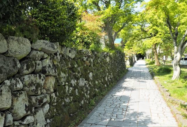 石積みの歩道