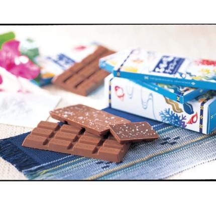 〈ロイズ石垣島〉石垣の塩チョコレート