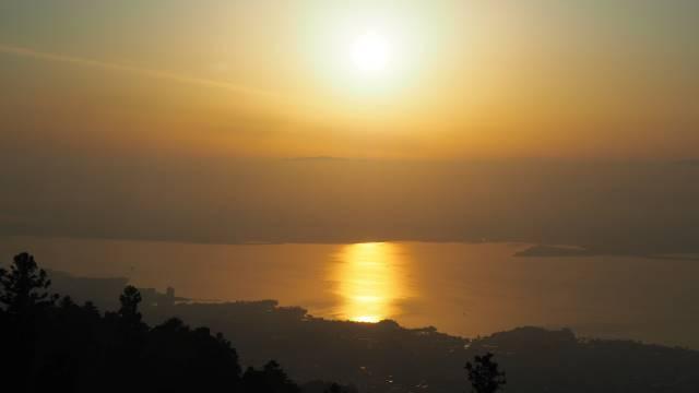 琵琶湖の朝日