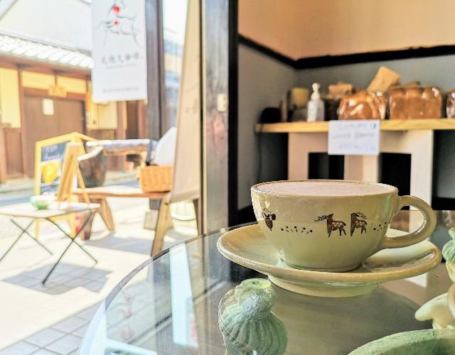 奈良県奈良市・自家焙煎コーヒーと店内で焼き上げる高級食パンの店「天迦久珈琲」店内からの眺め