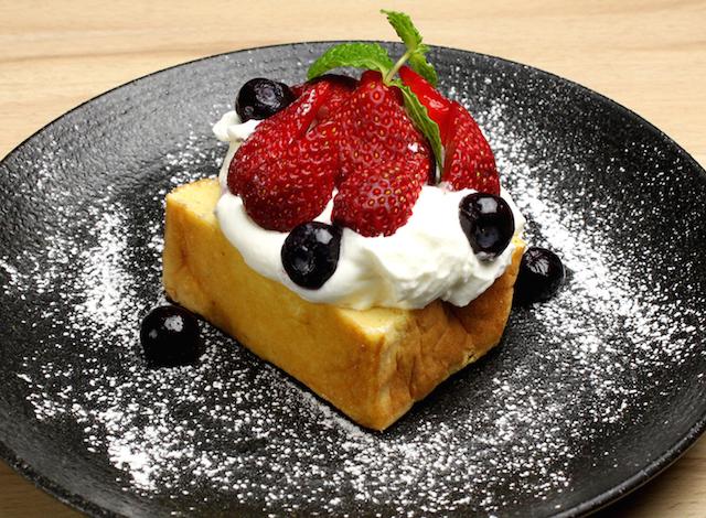 たまごスフレカステラ オープンケーキ いちごベリー