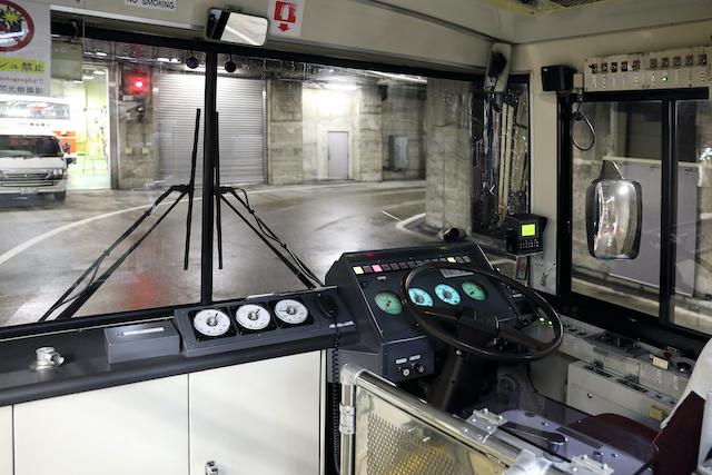 富山県立山トンネルトロリーバス