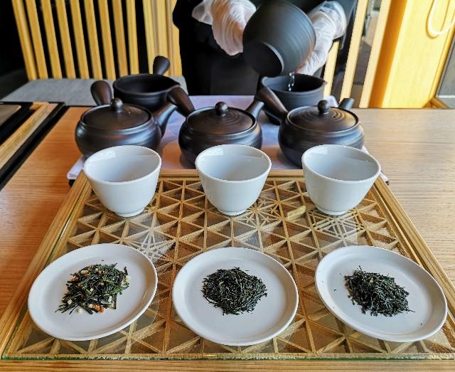 東京都・目黒「ホテル雅叙園東京」6月限定お茶のおもてなし(厳選3種のお茶飲み比べ)淹れる様子