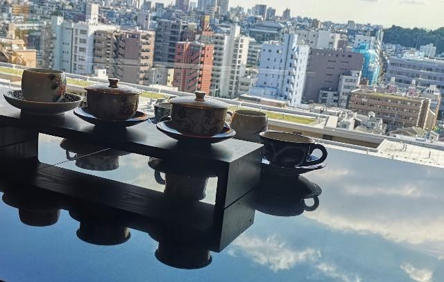 東京都・目黒「ホテル雅叙園東京」宿泊者専用エグゼクティブラウンジでのドリンクカップと景観