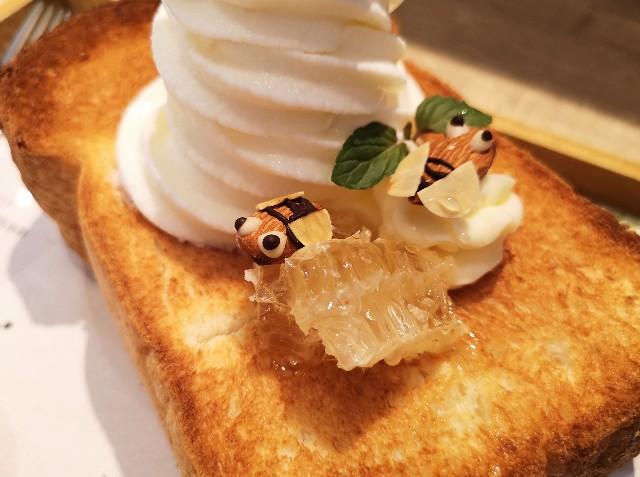 京都府・蜂蜜専門店「ミールミィ三条本店」13種類の蜂蜜食べ比べ ミールミィの贅沢ハニートースト(蜜蜂のアーモンド)