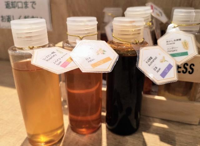 京都府・蜂蜜専門店「ミールミィ三条本店」13種類の蜂蜜食べ比べ ミールミィの贅沢ハニートースト(8種類の季節の蜂蜜ミニボトル)2