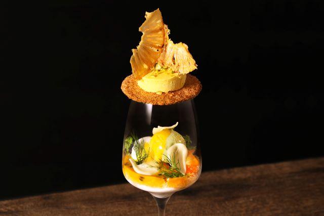 アップルマンゴーとココナッツ香るブランマンジェのパフェ