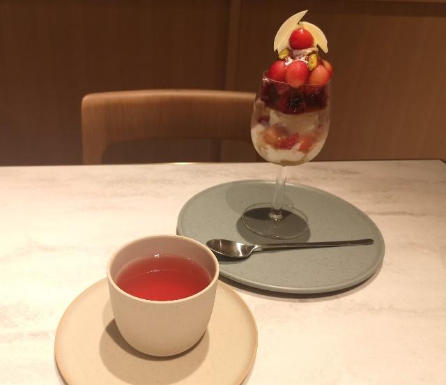 東京都・銀座「ビューティーコネクション銀座 フルーツサロン」さくらんぼのフルコース(3rd Plate パフェ)りんごとローズマリーのハーブティー