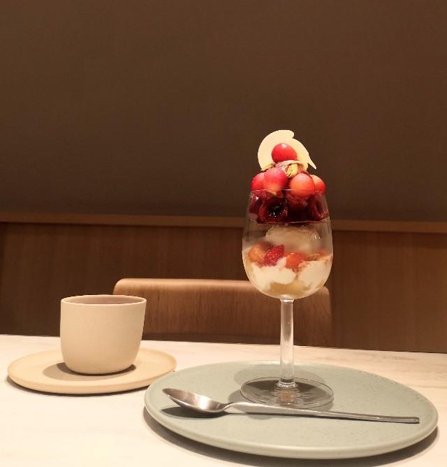 東京都・銀座「ビューティーコネクション銀座 フルーツサロン」さくらんぼのフルコース(3rd Plate パフェ)紅茶とパフェ