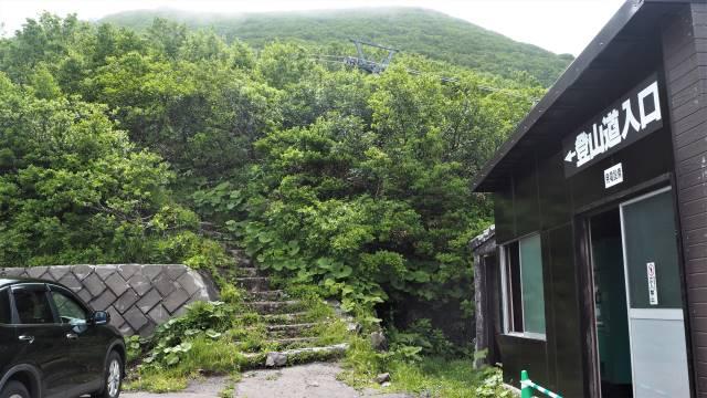 リフト脇の登山道