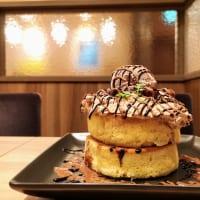 東京都・「フライング・スコッツマン 御徒町店」フォレノワールホットケーキ