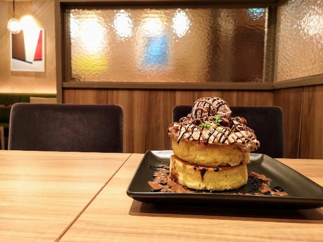 東京都・「フライング・スコッツマン 御徒町店」フォレノワールホットケーキ5