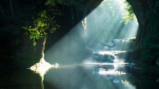 濃溝の滝・亀岩の洞窟(千葉県君津市)