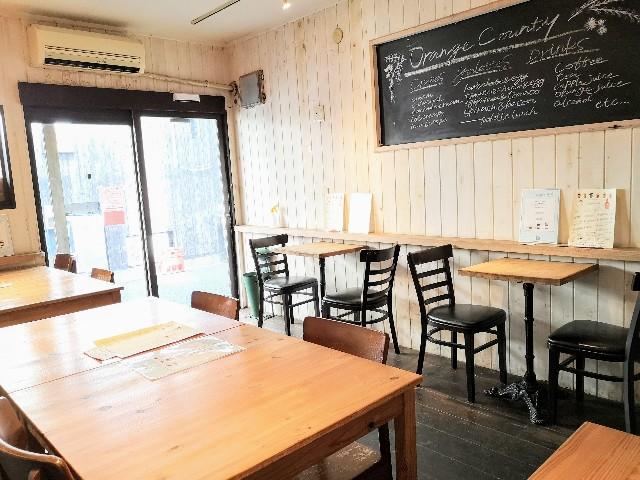 東京都祖師ヶ谷大蔵・手作りクレープのお店「ORANGE COUNTY」店内
