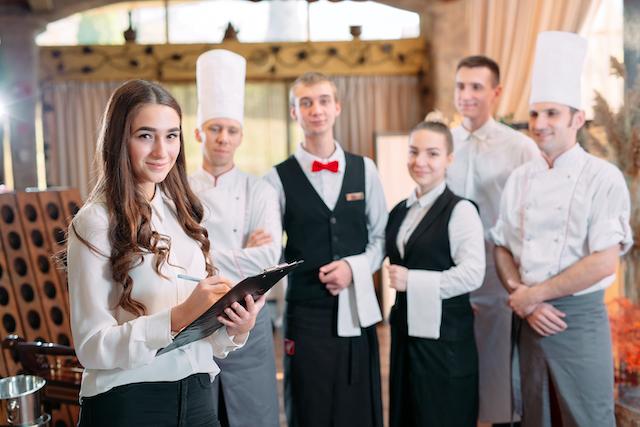 レストランのスタッフ