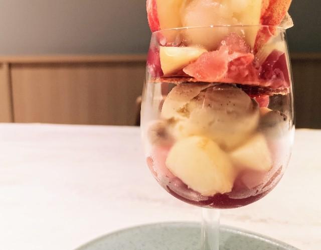 東京都中央区・フルーツコース専門店「Beauty Connection Ginza Fruits Salon(ビューティーコネクション銀座 フルーツサロン)」桃のフルコース(パフェ)グラスの中