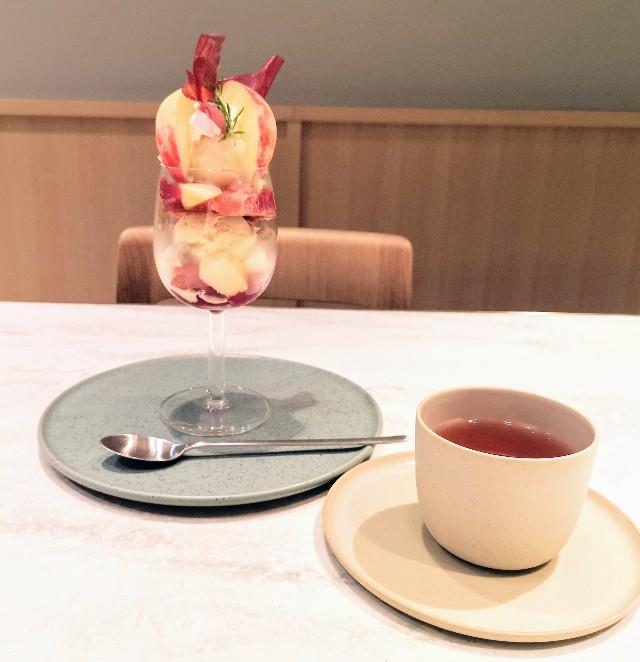 東京都中央区・フルーツコース専門店「Beauty Connection Ginza Fruits Salon(ビューティーコネクション銀座 フルーツサロン)」桃のフルコース(パフェと期間限定ピーチハーブティー)