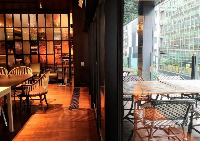 東京都中央区・「NAMIKI667」店内とテラス席