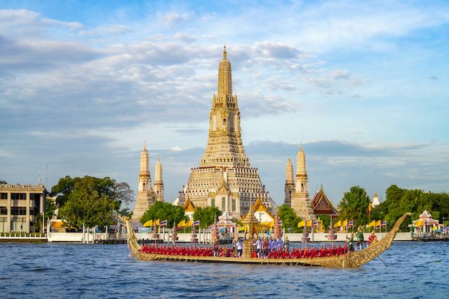 タイ・チャオプラヤ川ワットアルン